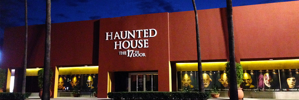 The 17th Door Orange County S Most Intense And Terrifying Haunted House Returns To Market Place For Its Second Year Over A Dozen New Rooms Have
